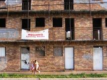 市内贫民区复活和低收入住房 贫民窟 免版税图库摄影