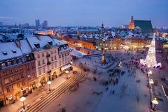 市华沙在夜之前在波兰 库存照片