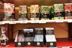 市卢布尔雅那,斯洛文尼亚(欧洲) 2013年1月3日 公平交易商店架子卖公平交易和有机咖啡的 免版税库存照片