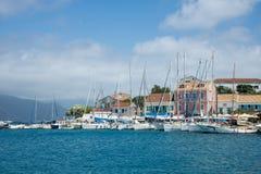 市和港在希腊海岛Kefalonia上的Fiskardo 免版税库存图片