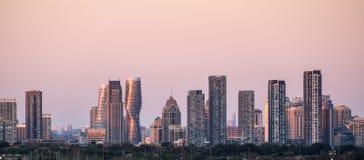 市在多伦多地平线附近的密西沙加 库存图片