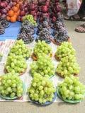 市场卖果子在样式arraneged 免版税库存照片