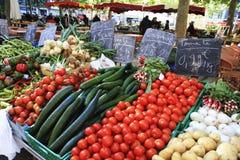 市场在一个小法国城市 库存照片