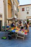 市场摊位在老镇佛罗伦萨,意大利 免版税库存照片