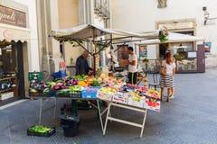 市场摊位在老镇佛罗伦萨,意大利 图库摄影