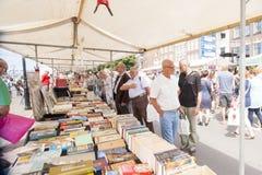 市场摊充满书 库存照片