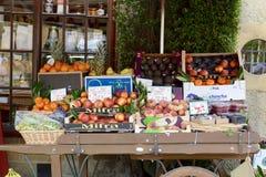 市场新鲜水果摊位 免版税库存照片