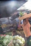 市场日常生活视图 卖从尼加拉瓜的孩子菜 库存照片