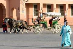 市场的马车夫等待的游人马拉喀什的麦地那处所的2014年8月的24日在马拉喀什,摩洛哥 免版税库存图片