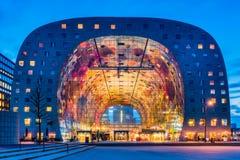 市场霍尔在鹿特丹,黄昏的荷兰Blaak区  库存图片