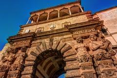 市巴勒莫,在一个独特的巴洛克式的新生样式的新的门 免版税库存图片