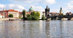 市布拉格和查理大桥,捷克,欧洲 库存照片