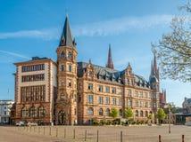 市政厅上午市场在威斯巴登-德国 免版税库存图片