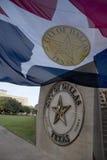 市政厅和城市旗子在达拉斯 库存照片