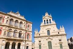市政厅和教会,格拉姆米凯莱,西西里岛 免版税库存图片