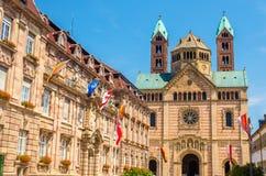 市政厅和施派尔大教堂  免版税库存照片