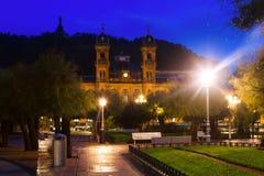 市政厅在晚上 Donostia,西班牙 免版税库存图片