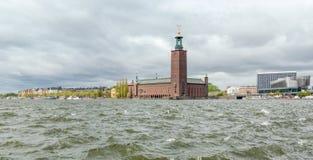 市政厅在从Riddarholmen看见的斯德哥尔摩 库存图片