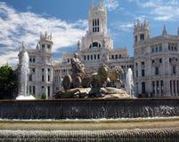 市政厅宫殿Cybele帕拉西奥de Cibelas雕象和喷泉 免版税库存图片