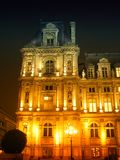 市政厅晚上巴黎零件 库存照片
