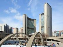 市政厅溜冰场滑冰的多伦多 库存照片