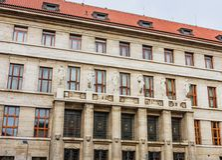 市政图书馆在布拉格 cesky捷克krumlov中世纪老共和国城镇视图 库存图片