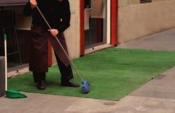 市政府工作人员-城市街道清洁和洗涤物  库存照片