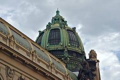 市政房子圆屋顶在布拉格 库存图片