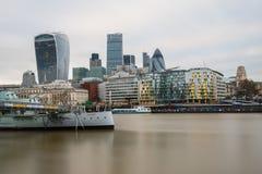 市有它壮观的摩天大楼的伦敦 免版税库存照片