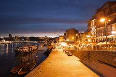 市波尔图在夜之前在葡萄牙 免版税库存照片