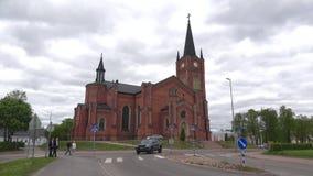 市的一个古老新教徒的教会洛维萨,阴沉的6月天 芬兰 股票视频