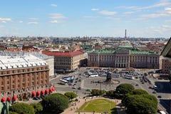 市的一个美丽如画的看法从colonn的圣彼德堡 免版税库存照片