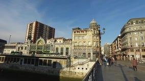 市的中心的看法从桥梁的毕尔巴鄂在河Nervion 西班牙 股票视频