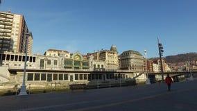 市的中心的看法从桥梁的毕尔巴鄂在河Nervion 西班牙 股票录像