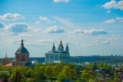 市的全景斯摩棱斯克 从鸟的飞行的看法 库存图片