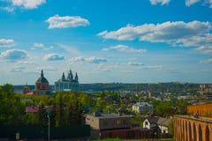 市的全景斯摩棱斯克 从鸟的飞行的看法 库存照片
