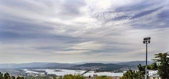 市的全景维亚纳堡葡萄牙和出海口河dduero 图库摄影