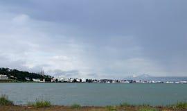 市的全景阿克雷里在冰岛 库存图片