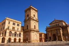 市的城镇厅和大教堂兰恰诺在阿布鲁佐 库存图片