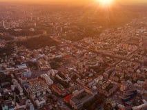 市的大全景Podol的基辅在日落 免版税库存图片