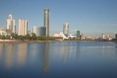 市的奎伊和摩天大楼叶卡捷琳堡 免版税库存照片