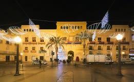 市的市政厅广场埃尔切,有圣诞节装饰的 免版税库存照片