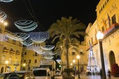 市的市政厅广场埃尔切,有圣诞节装饰的 库存图片