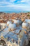 市的看法威尼斯包括圣指示大教堂 免版税库存图片