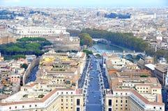 市的看法从圣皮特圣徒・彼得的大教堂圆顶的罗马  库存照片