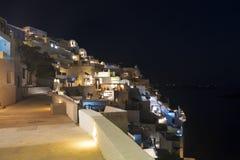 市的看法Fira在晚上,圣托里尼 库存照片