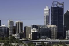 市的财政区域的看法、办公室和商业大厦和摩天大楼珀斯 免版税库存图片