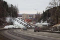 市的路和看法Khanty-Mansiysk 免版税图库摄影