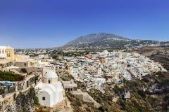 市的顶视图在圣托里尼海岛上的Fira在希腊 免版税库存照片