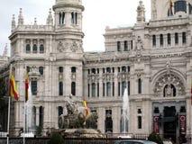 市的Fuente de Cibeles和帕拉西奥de Correos马德里,位于同一个名字的广场,在Spanis的中心 免版税图库摄影